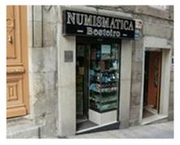 Numismático gallego de 73 años repele un atraco en su tienda
