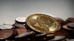 El precio de Bitcoin se mantiene en 7.000 dólares