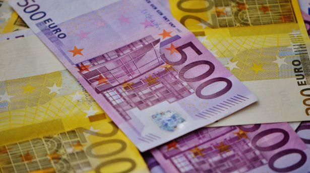 El número de billetes de 500 euros se sitúa a niveles de 2002 y el de 200 en mínimo histórico