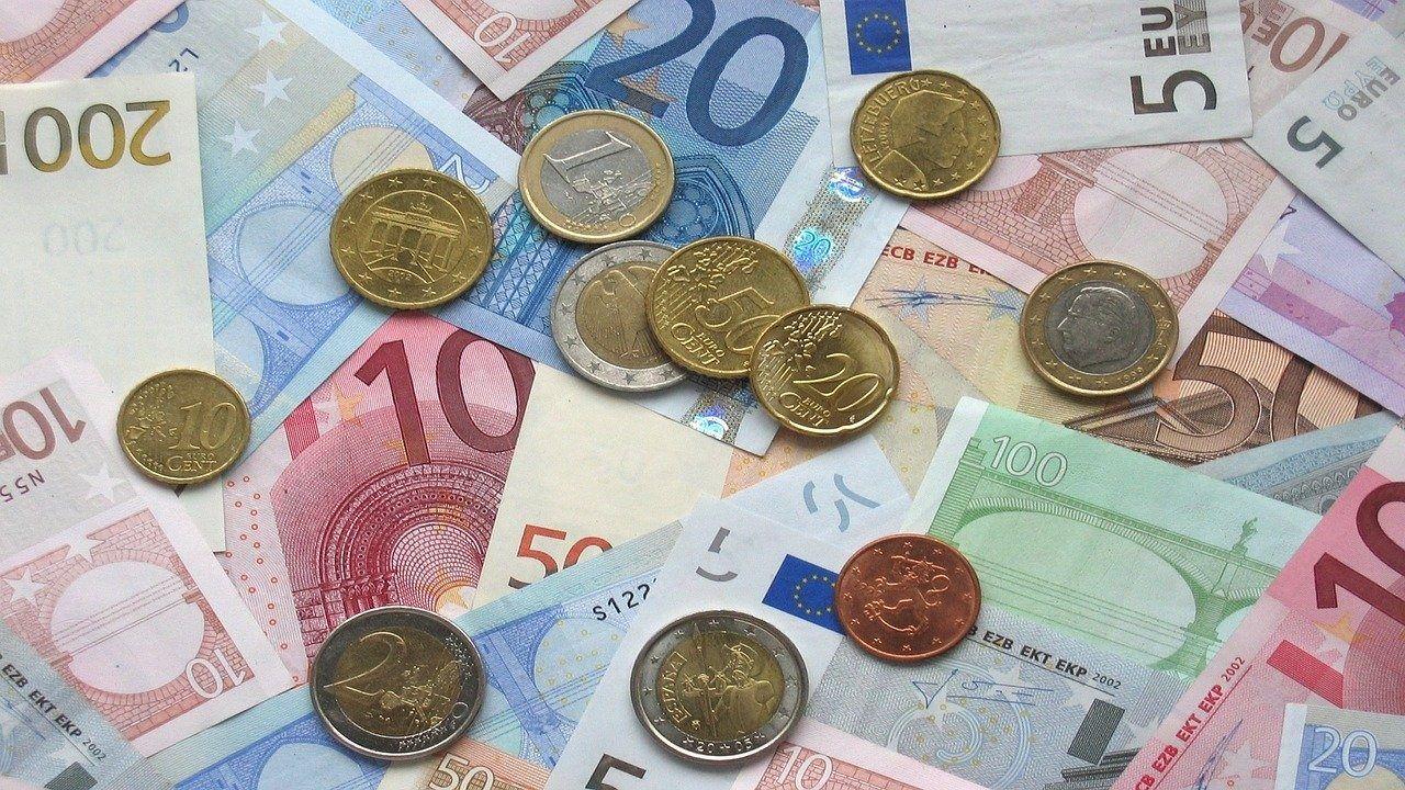 El dinero en efectivo se puede usar en la desescalada ya que no transmite el Covid-19