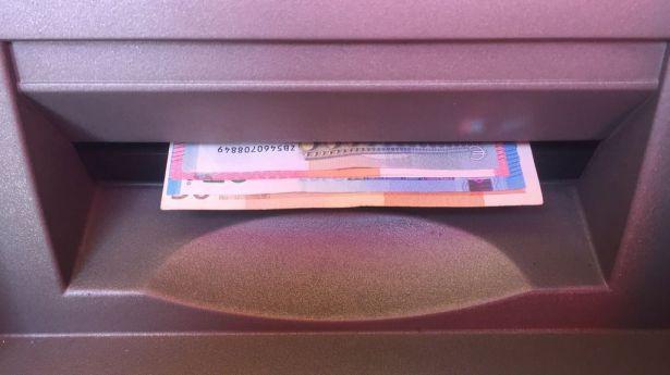 La retirada de efectivo en cajeros crece un 50%