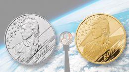 David Bowie orbitó en la atmósfera de la Tierra en forma de moneda