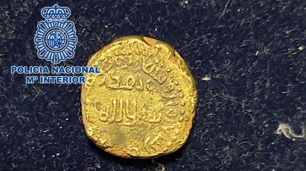 Recuperan una moneda dinar de oro hispanomusulmana procedente de un expolio