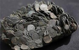 Miles de monedas romanas halladas bajo las aguas de Israel