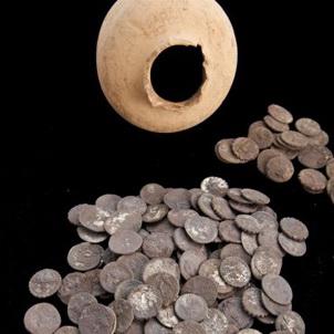 Un estudiante jerezano halla 200 denarios romanos en Ampurias