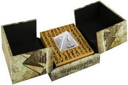 La moneda piramidal de Niue con cuatro lados
