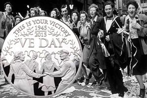 """La """"V"""" de la Victoria de Alderney en 5 libras de platino"""