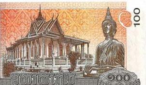 Monjes budistas ofendidos ante el Buda del billete de 100 riel