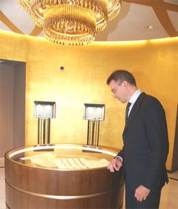 """El director de Degussa en España, Jens Weindenbach, nos muestra la """"Colección Rothschild"""""""