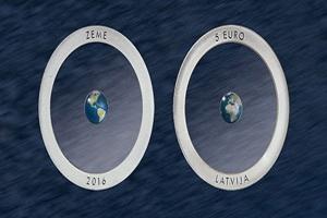 Letonia innova con una nueva moneda hecha de cerámica transparente