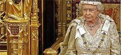 Isabel II celebra su 85 cumpleaños repartiendo monedas de plata