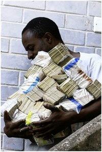 El Banco Central de Zimbabue podría cerrar por la marcha de sus funcionarios