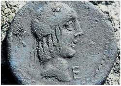 Hallazgo de un denario del año 90 a.C. en La Carisa, Asturias