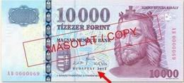 """Billetes de 10.000 forintos """"2012"""" con numeración baja"""
