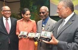 Los dólares jamaicanos incorporan el logo del 50 Aniversario de su Independencia