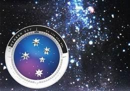 """La """"Cruz del Sur"""" vista desde una moneda cóncava australiana"""