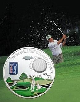 La bola de golf en la moneda de plata del PGA TOUR