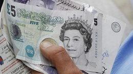 Las libras inglesas cambiarán de papel a polímero