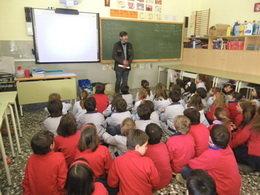 Juan Carlos Miró divulga el mundo  de la moneda en las aulas