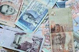 Los billetes de 25, 50 y 500 rupias serán polímeros